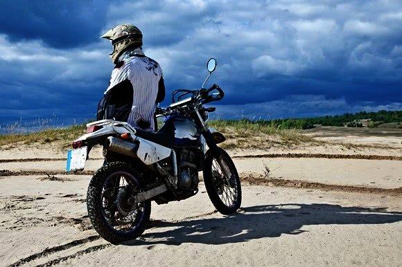 Jezdec na enduro