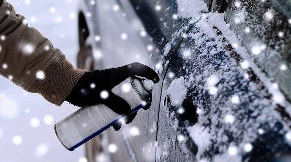 Sprej na zamrzlý zámek auta