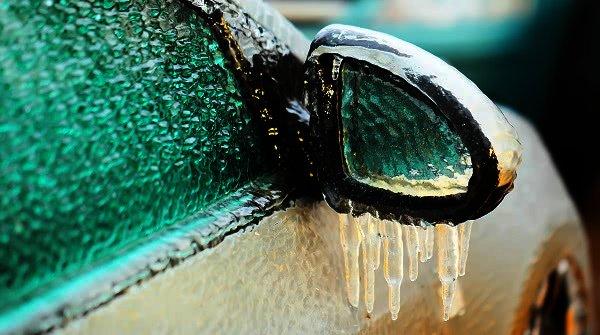 Totálně zamrzlé auto